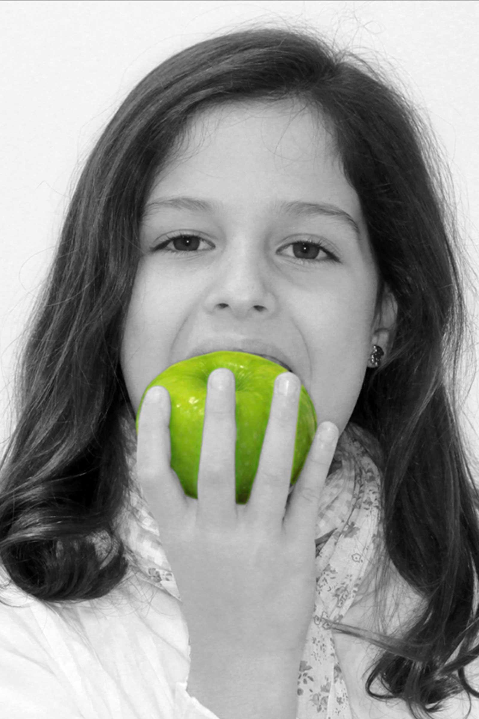 niña manzana